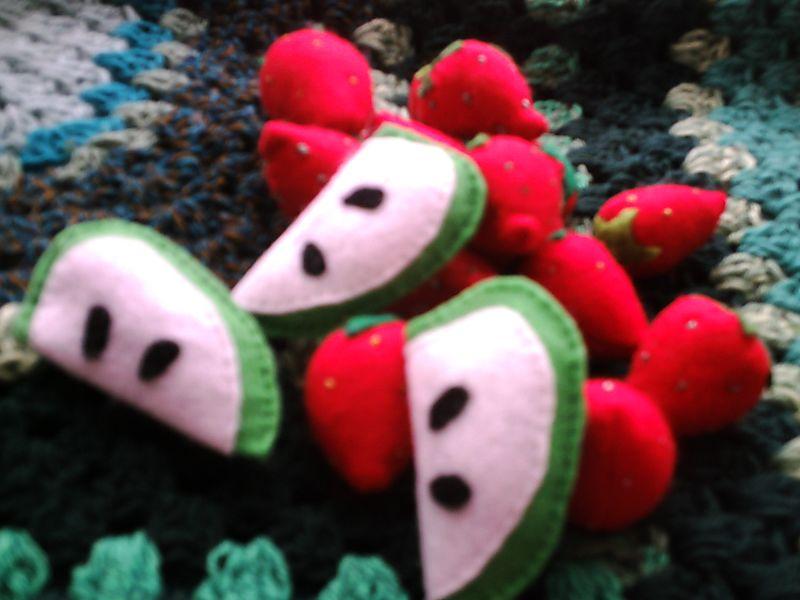 Apples, strawberries, gingerbread men 002
