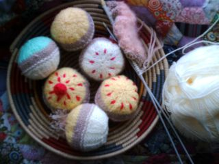 More knitted cakes 003