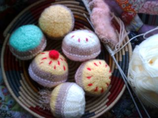 More knitted cakes 007