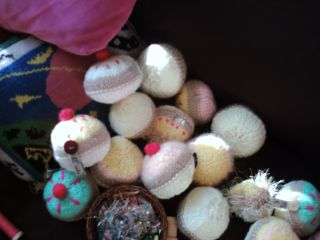A huddle of knitted cakes 004