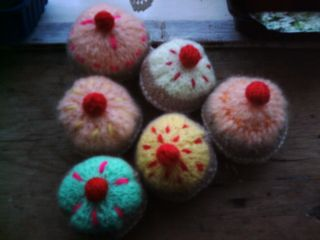 A huddle of knitted cakes 001