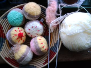 More knitted cakes 001