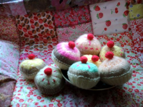 Cakes on a quilt 002