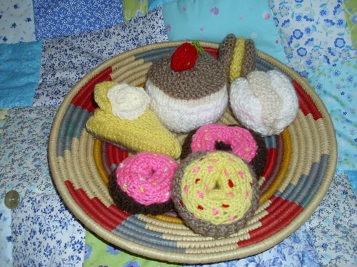 A selection of knitted cakes 002